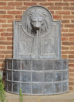 Bespoke Ribbed Lion Spout